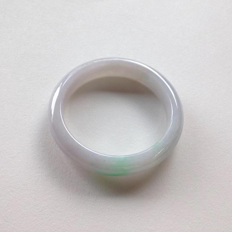 200708-1,尺寸:55.5-12.4-7.8,糯种绿花正圈镯,质地温润,绿花鲜美娇嫩,完美无纹