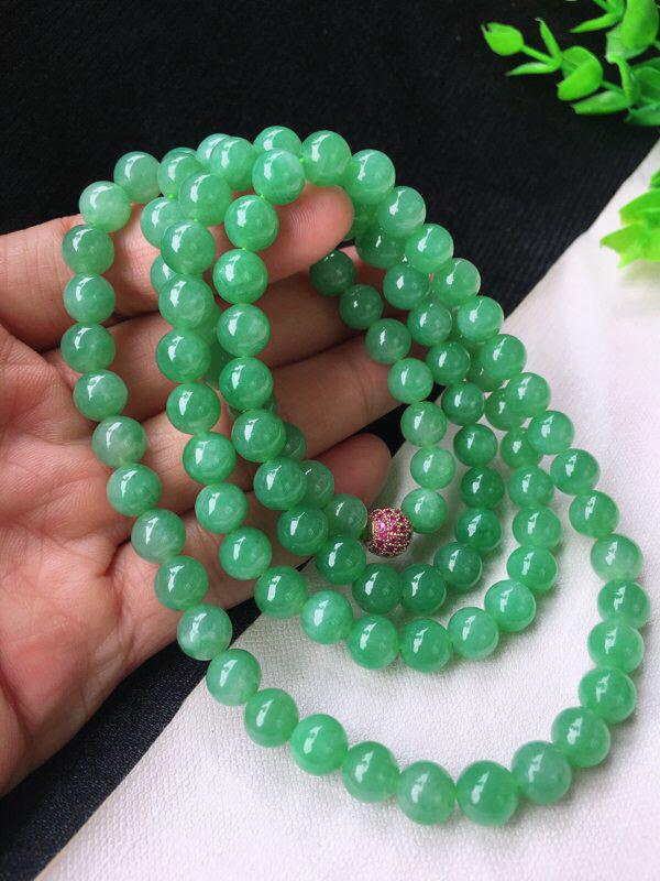 精雕果绿饱满7.6mm圆珠玉链 种水足 色泽鲜艳甜美 珠子饱满精致 个别有纹!配珠为装饰珠!尺寸:7