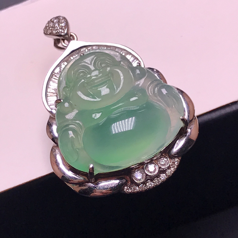 天然翡翠A货,18K金伴钻镶嵌,晴底佛公吊坠,料子细腻,色泽鲜艳,性价比超高