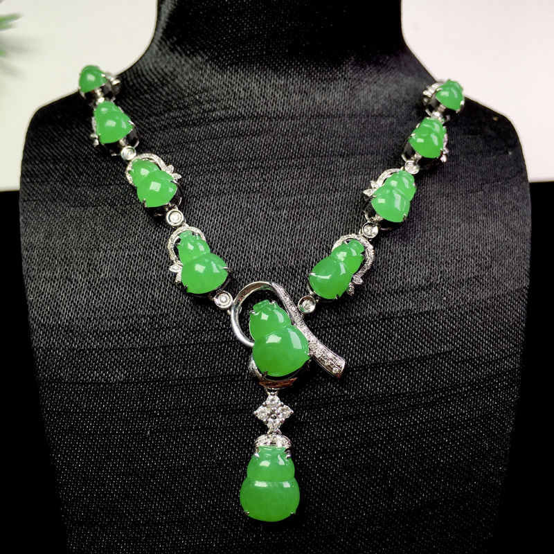 (下单有礼)阳绿葫芦项链,翠色欲滴,精美大气!裸石:9.5*7*2.6