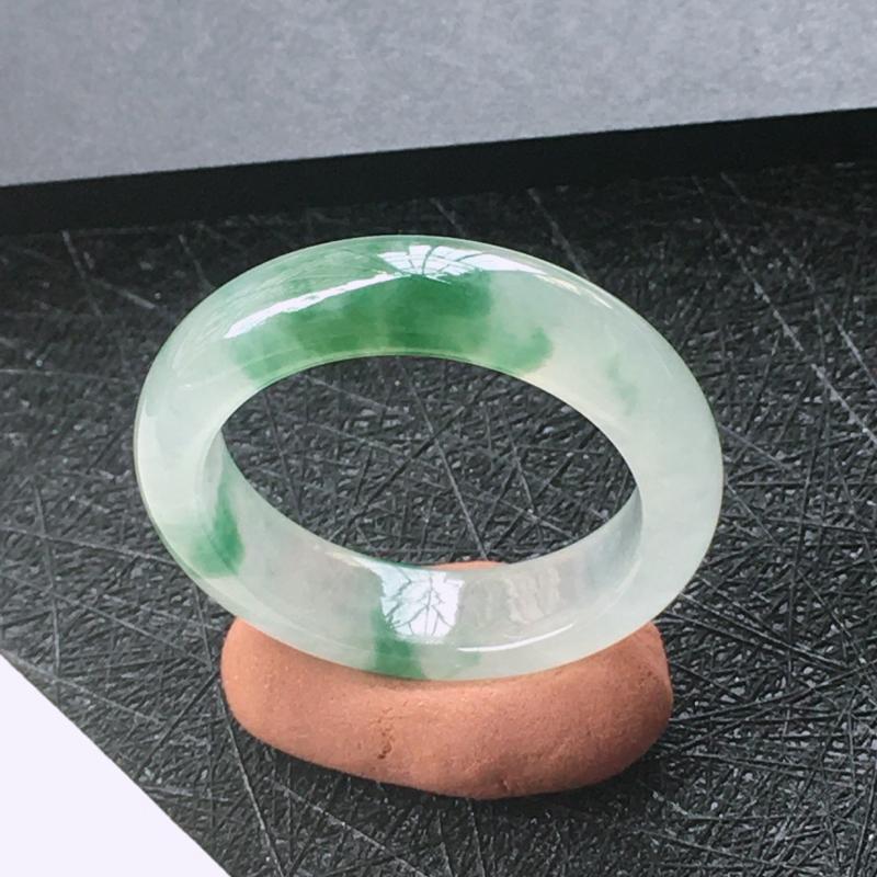 翡翠冰种起光飘花圆戒指环,种水好玉质细腻温润,种老胶感十足。