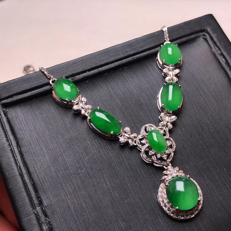 天然翡翠A货,18K金伴钻镶嵌,满绿晚装项链,料子细腻,色泽鲜艳,性价比超高