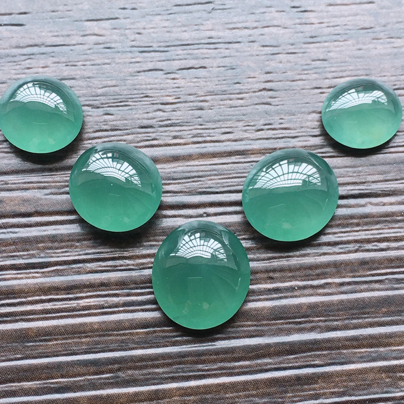 自然光实拍,缅甸a货翡翠,冰种蓝水蛋面5个,种好通透,水润玉质细腻,雕刻精细,饱满品相佳,需镶嵌,尺