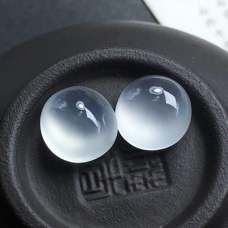 ️冰种蛋面裸石,底子细腻,种老水足,饱满圆润,干净起光,可镶嵌成戒指。尺寸:10.0-9.3-5.