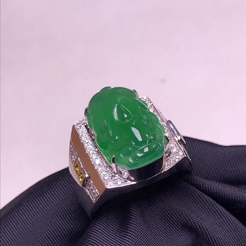 天然翡翠A货,18K金伴钻镶嵌,满绿招财貔貅戒指,料子细腻,色泽鲜艳,性价比超高