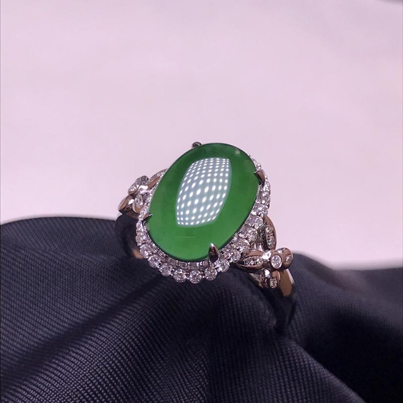 天然翡翠A货,18K金伴钻镶嵌,满绿蛋面戒指,料子细腻,色泽鲜艳,性价比超高