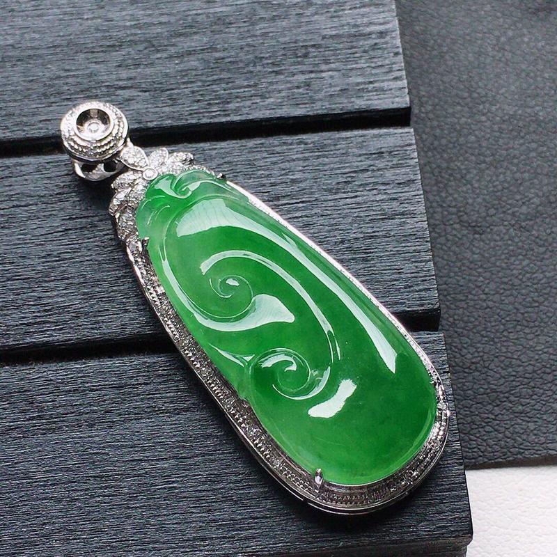缅甸翡翠18k金伴钻镶嵌满绿如意吊坠,自然光实拍,玉质莹润,佩戴佳品,包金尺寸:44.3*16.3*