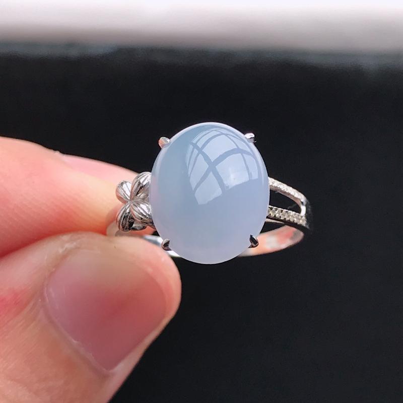 18k金镶嵌紫罗兰蛋面戒指,有种水玉质细腻,色泽鲜艳,佩戴优雅大方,尺寸:内径17.2,12.2*9