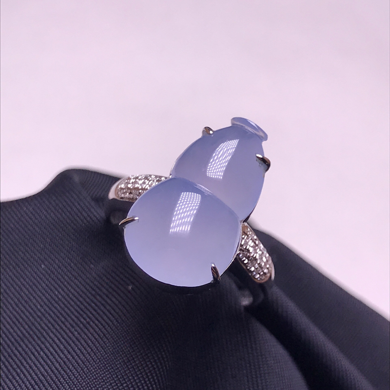 天然翡翠A货,18K金镶嵌,淡紫色葫芦戒指,料子细腻,色泽鲜艳,性价比超高