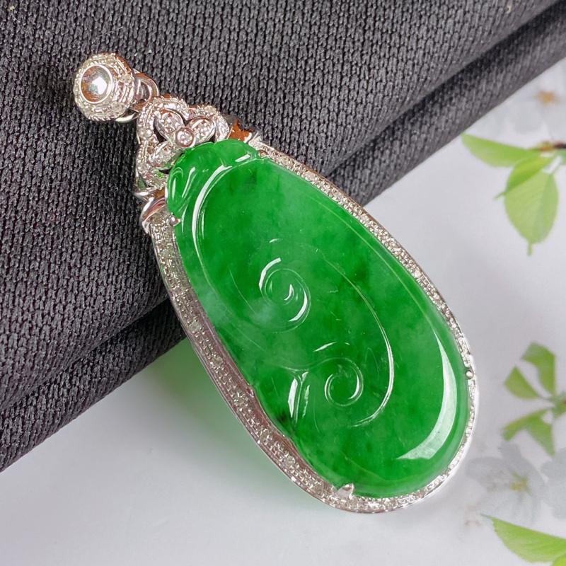 A货翡翠-种好满绿18K金伴钻如意吊坠,尺寸-裸石29*14.7*3mm整体40.5*17.5*5.