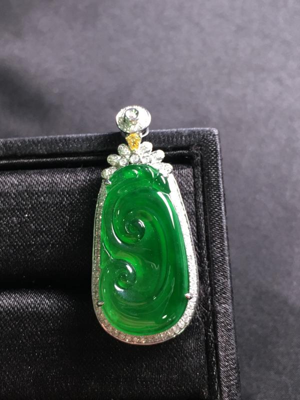 阳绿如意吊坠,18k金伴钻镶嵌,完美,种好