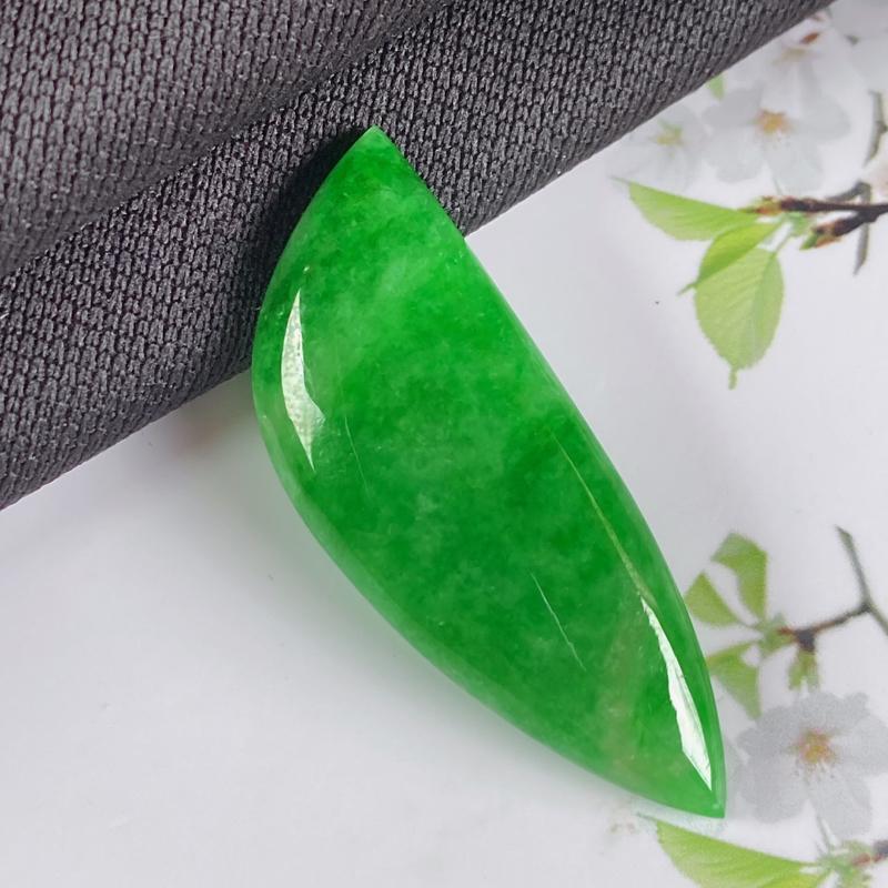 缅甸a货翡翠,水润满绿随形镶嵌件,玉质细腻,颜色艳丽,有种有色,镶嵌效果更佳