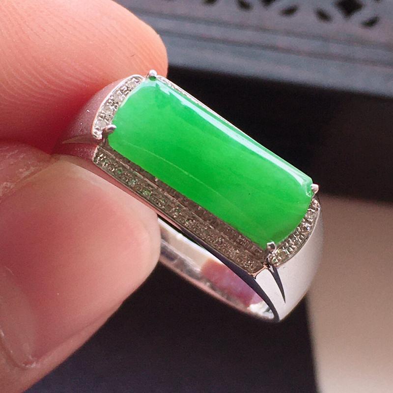 精品翡翠18k镶嵌伴钻戒指,雕工精美,玉质莹润,尺寸:内径尺寸:18.4MM,裸石尺寸:5.1*12