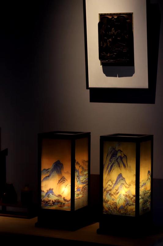 --大红酸枝 | 千里江山图 宫灯  取材稳定好料,格角榫攒框镶嵌,千里江山图青翠爽朗,入案可用可赏