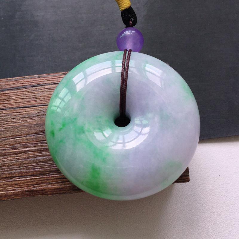 糯化种春带彩大件厚装平安扣吊坠缅甸天然翡翠A货. 品相好,料子细腻,雕工精美。顶珠是装饰品。  尺寸