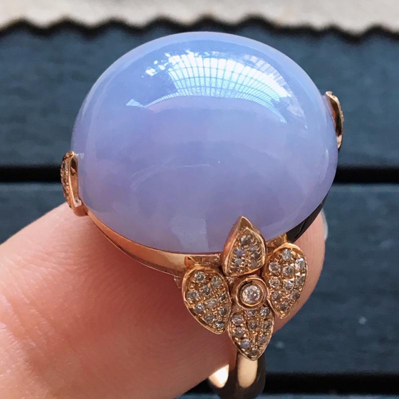 自然光实拍,缅甸a货翡翠,紫罗兰鸽子蛋18k金伴钻玉戒指,种水好,紫色艳丽,大个饱满,玉质细腻,品质