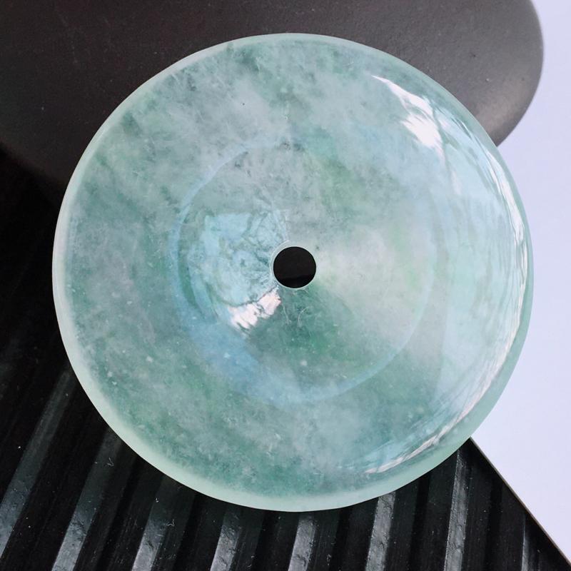 天然翡翠A货冰飘绿平安扣吊坠,尺寸:34.0/4.9mm,玉质细腻,上身效果好