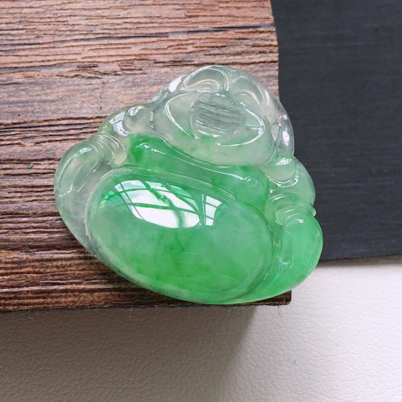 冰糯种绿色佛公吊坠。缅甸天然翡翠A货.  品相好,料子细腻,雕工精美。尺寸:25*28*6mm.