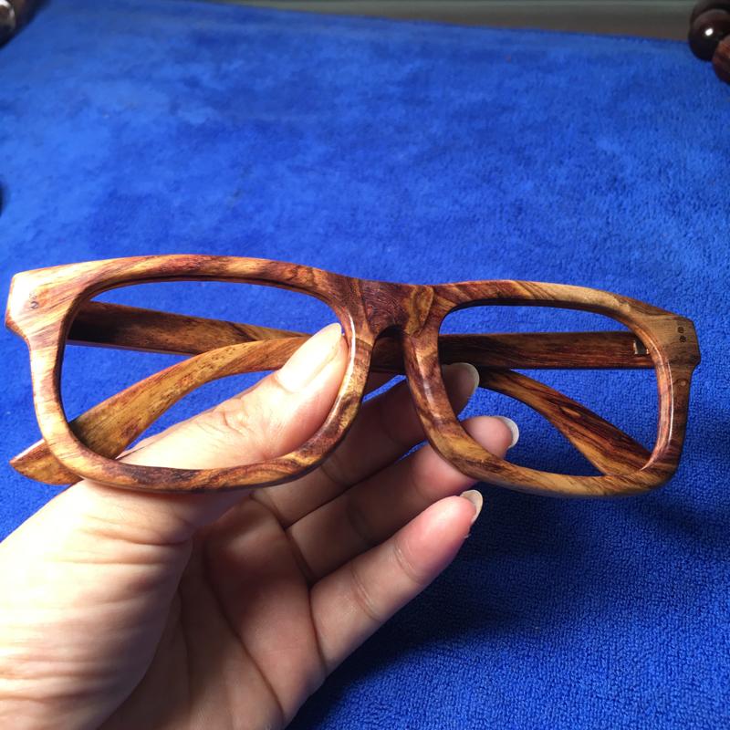 海南黄花梨糠梨 眼镜框 匠心独特制作 纯手工打造 纹理清晰自然 材质细腻 男女均可佩戴 长147mm