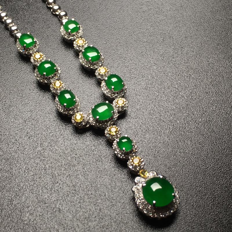 满绿蛋面翡翠套链吊坠,种老通透,水润饱满,完美,性价比高,裸石尺寸:7.7*7.5*3整体尺寸:63