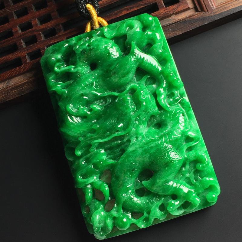 糯种满绿龙行天下吊坠 尺寸68-45-11毫米 玉质水润 色浓艳丽 雕工精湛 气势磅礴