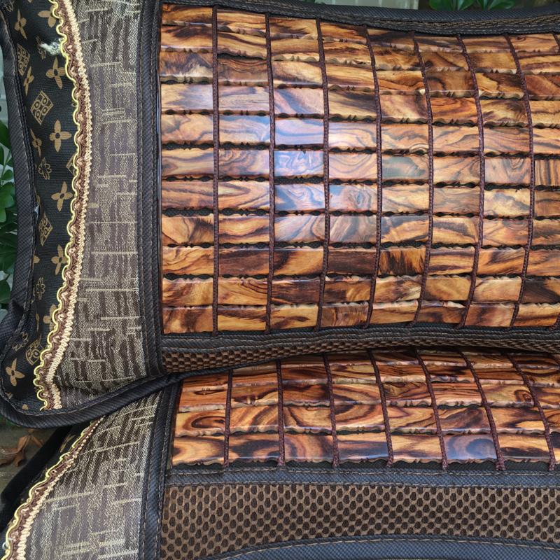海南黄花梨一对保健养生忱头,里面装了海南黄花梨刨花,纹路清晰自然,山水纹,长50cm宽30cm,重2