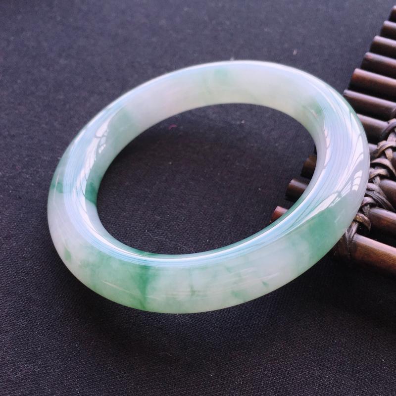 天然翡翠A货圆条手镯,圈口57,素雅清新,条形肥美,无纹裂