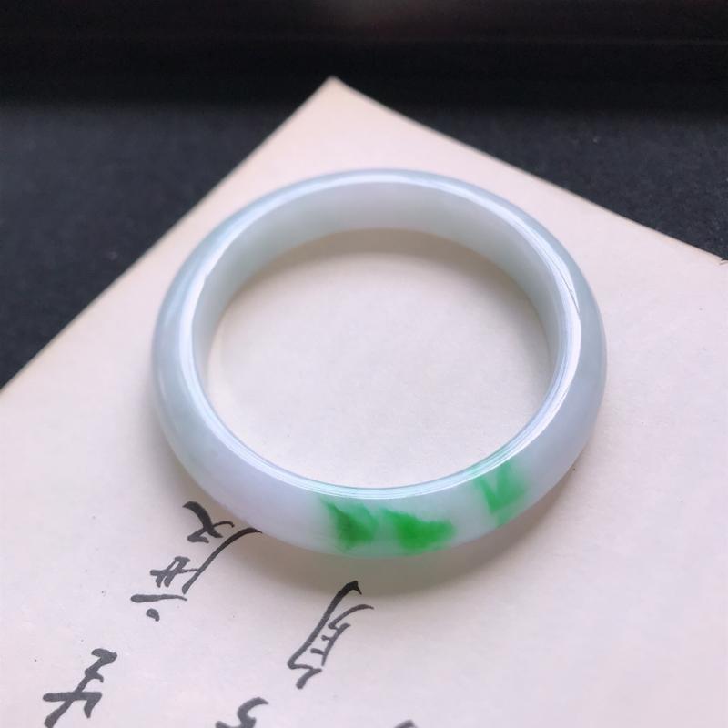 正圈56,缅甸天然翡翠好种手镯,尺寸 :56*11.4*8.8 ,玉质细腻水润 ,飘绿 ,条形漂亮,