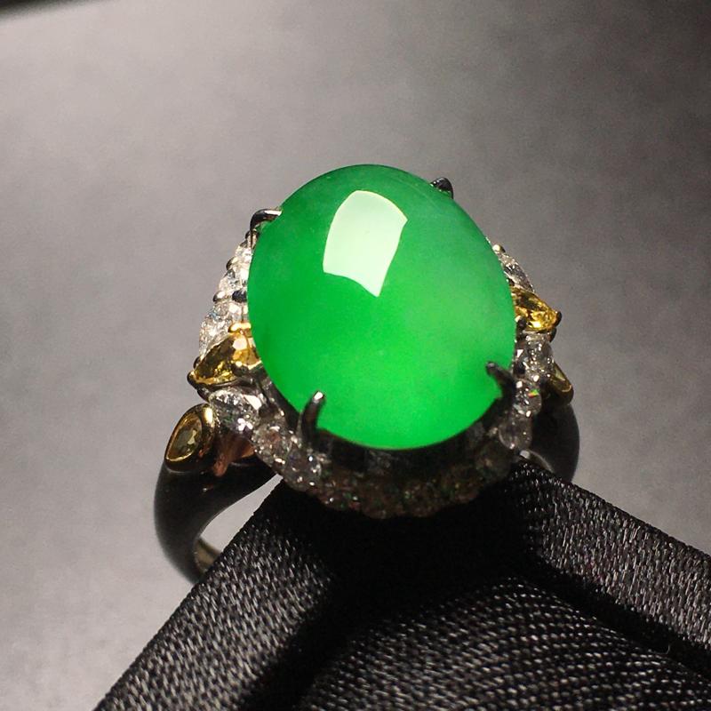 阳绿蛋面翡翠💍,种老通透,色泽鲜艳,完美,性价比高,裸石尺寸:14.8*11*4.6整体尺寸:17.
