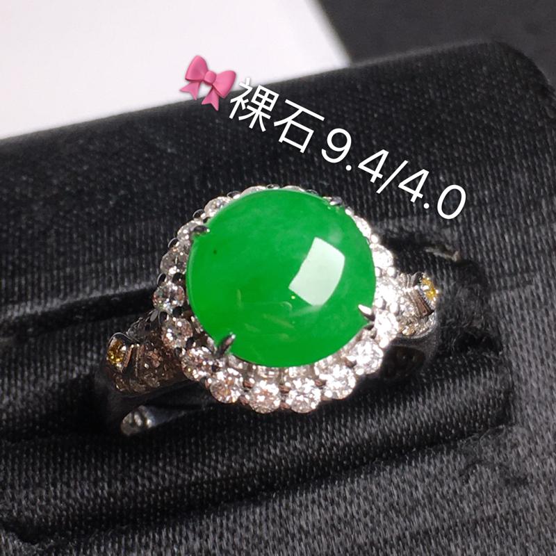 冰绿蛋面戒指,饱满水润,玉质细腻光滑,款式精美,完美无瑕,18K金真钻,佩戴优雅高贵.镶嵌部分含金尺