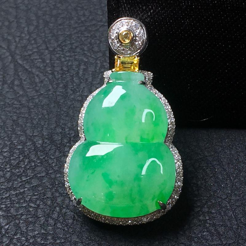 翡翠a货,飘绿葫芦吊坠,18k金镶嵌,佩戴精美,水润饱满,颜色靓丽