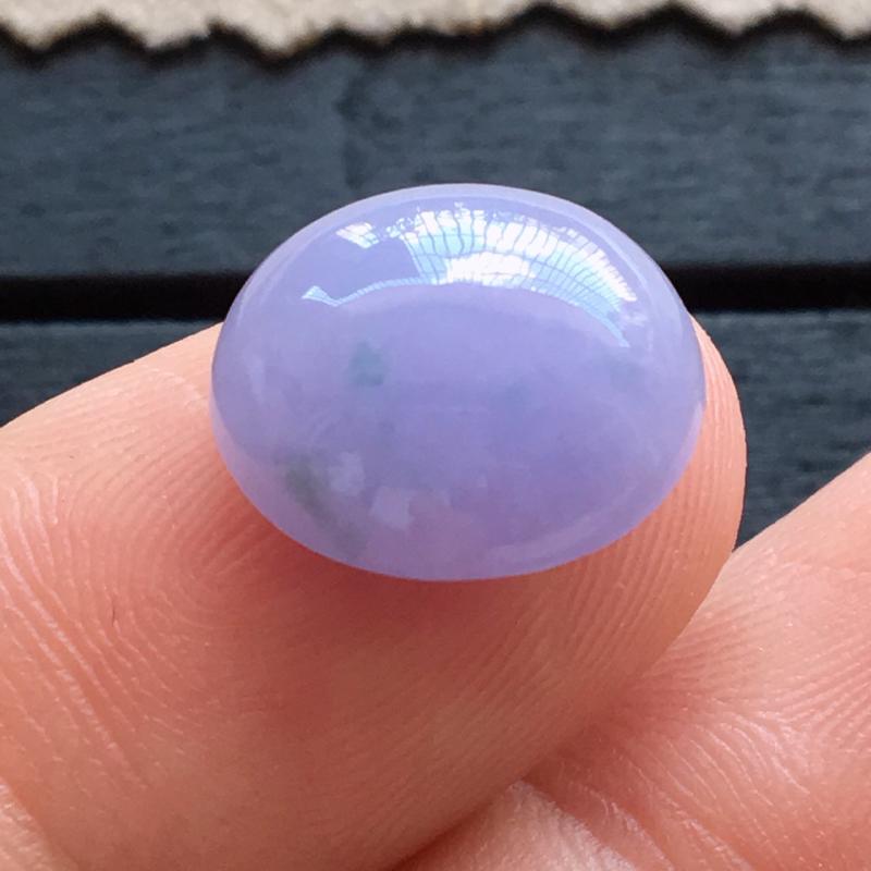 自然光实拍,缅甸a货翡翠,紫罗兰蛋面,种水好,紫色艳丽,玉质细腻,形体饱满,镶嵌佳品