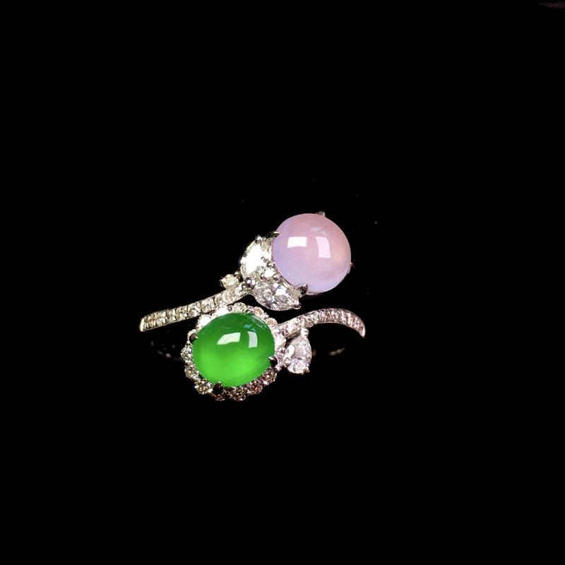 冰紫阳绿设计款戒指,色彩艳丽,冰润细腻,精致时尚!裸石:5.6*5*2.2