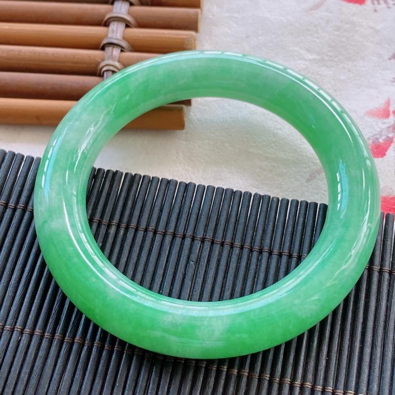 圆条:56.2mm 天然a货种水好糯化种满绿圆条翡翠手镯,圈口:56.2/12.1/11.9mm。
