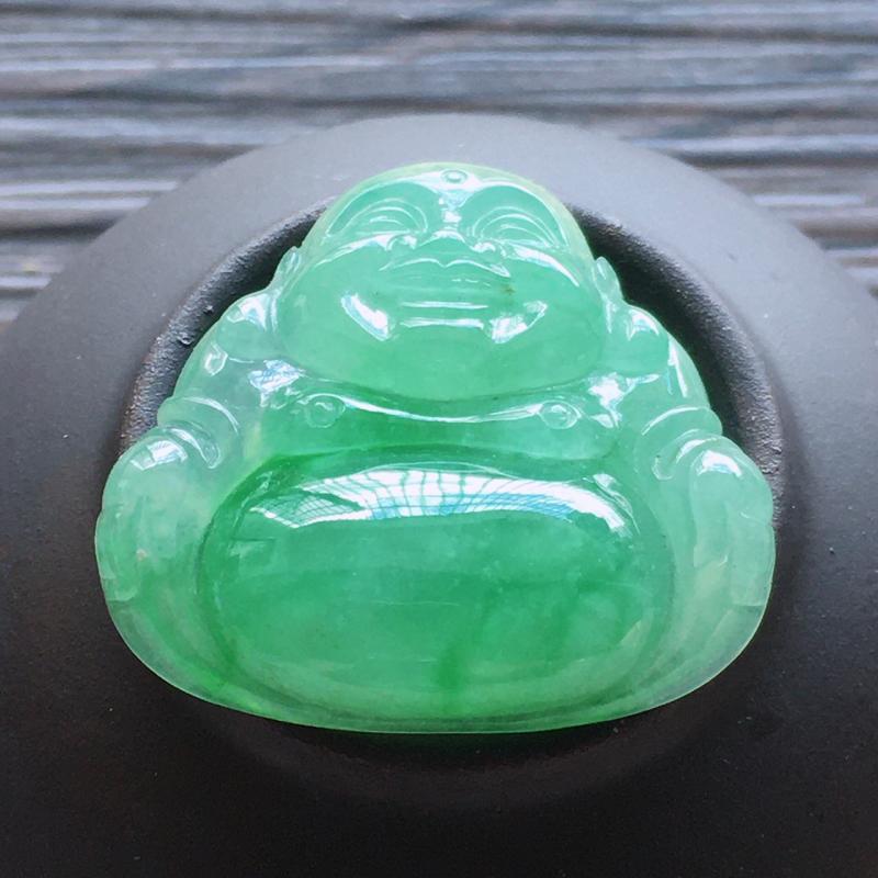 自然光实拍,缅甸a货翡翠,果绿玉佛,水润玉质细腻,雕刻精细,饱满品相佳,无孔需镶嵌,