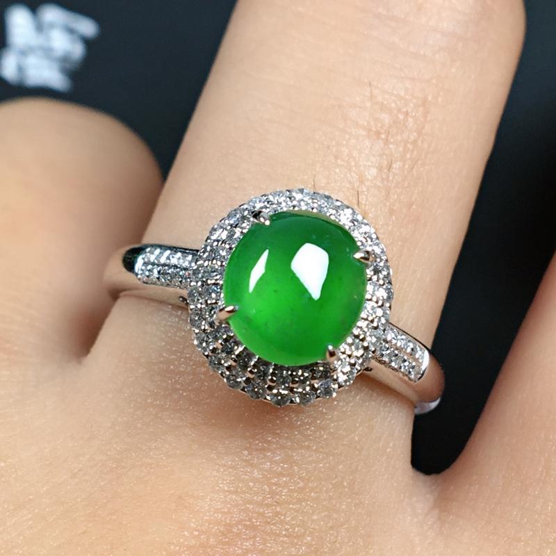 冰种翡翠18K金伴钻戒指,种水色俱佳,饱满起光,经典耐看有韵味,上手优雅显气质,整体尺寸10.8*1