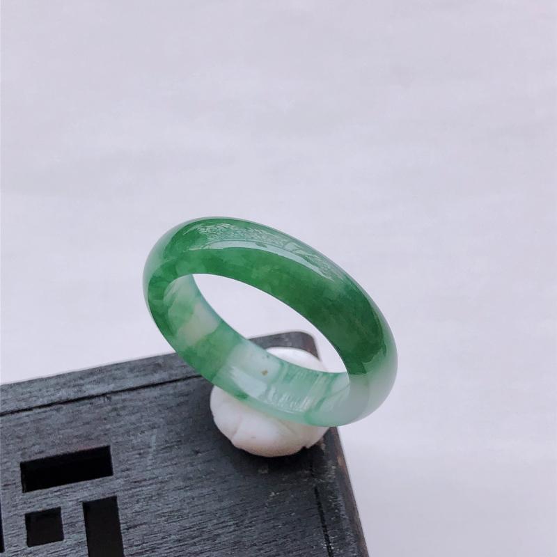 飘绿翡翠戒指指环 【翡翠尺寸】:19.6*5.8*3.2mm