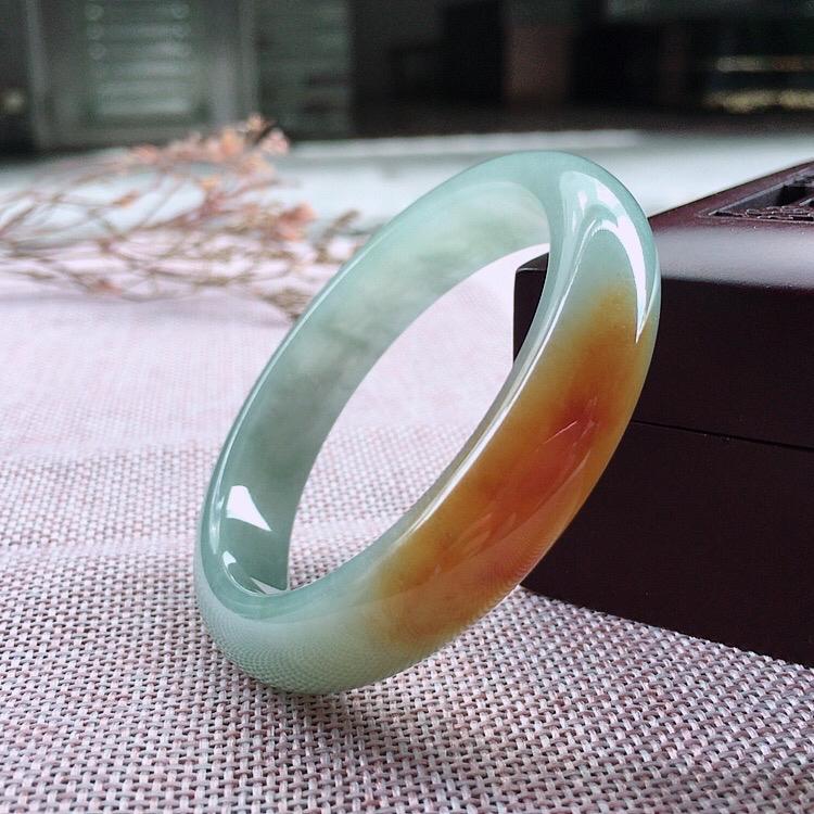 天然翡翠飘黄翡正圈手镯,颜色鲜艳玉质细腻上手高贵典雅