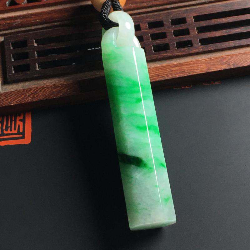 糯种带色翎管吊坠 尺寸62-13毫米 质地细腻 翠色艳丽