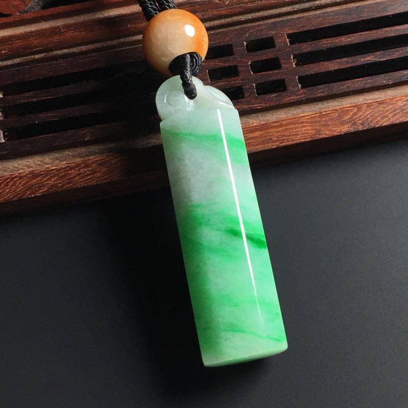 糯种带色翎管吊坠 尺寸48-13毫米 质地细腻 翠色艳丽