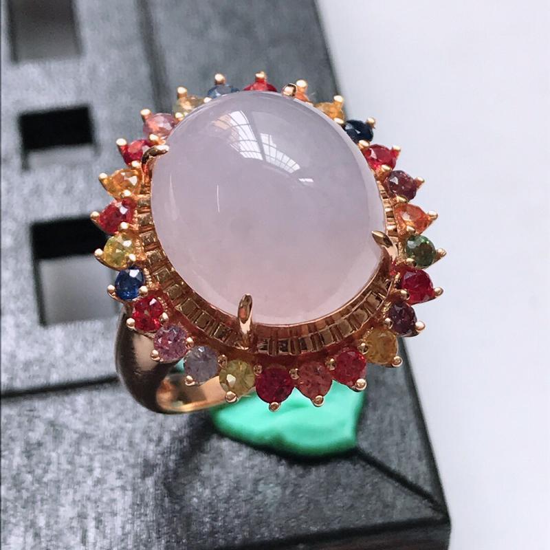 天然翡翠A货。冰糯种紫罗兰蛋面戒指,戒圈:17。18K金镶嵌伴钻、宝石。水润通透,色泽鲜艳。镶金尺寸