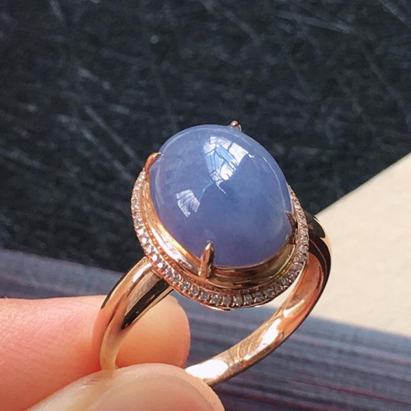 18K金伴钻镶嵌翡翠紫罗兰蛋面戒指,种水好玉质细腻温润,颜色漂亮。