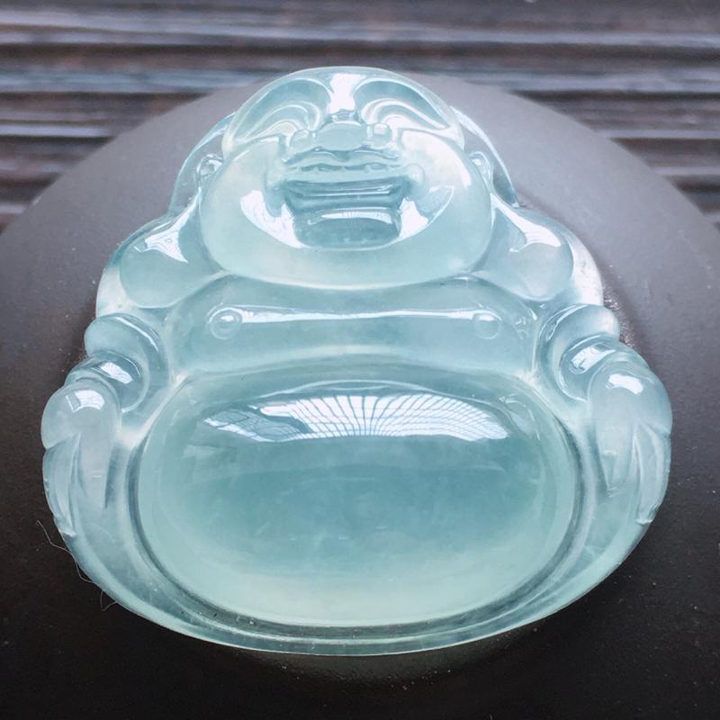 自然光实拍,缅甸a货翡翠,冰种玉佛,种好通透,起胶感,水润玉质细腻,雕刻精细,饱满品相佳,有孔可直接