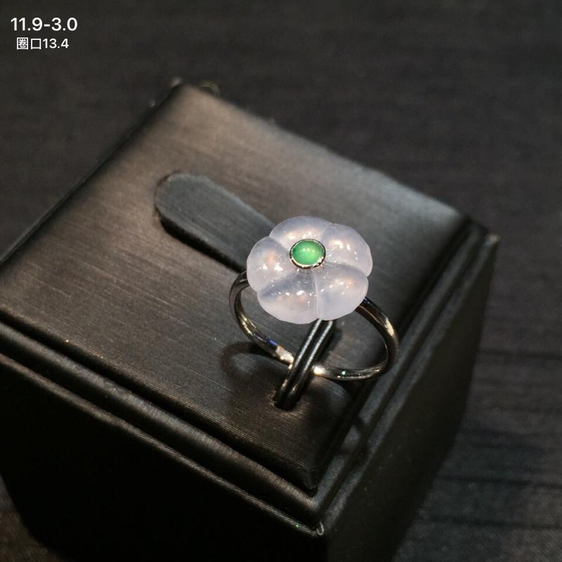 18k金南非钻翡翠小绿蛋镶嵌精美冰糯翡翠荷叶戒指,冰透水润,底子细腻,款式新颖别致,佩戴效果佳,整体