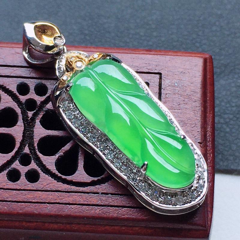 缅甸翡翠18K金伴钻镶嵌满绿叶子吊坠,玉质细腻,雕工精美,佩戴送礼佳品,包金尺寸: 29.4*10.