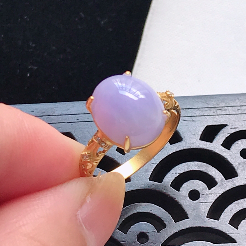 天然翡翠A货,18K金伴钻细糯种满紫蛋面戒指,玉质细腻,颜色漂亮,上手高贵上档次,尺寸内径16.8,