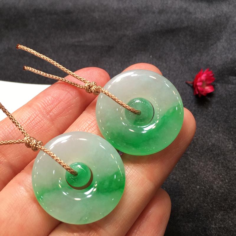 一对浅绿平安扣,完美起光,平安吉祥,底庄细腻,性价比高,推荐,尺寸24.5*4.6mm,重量11.6