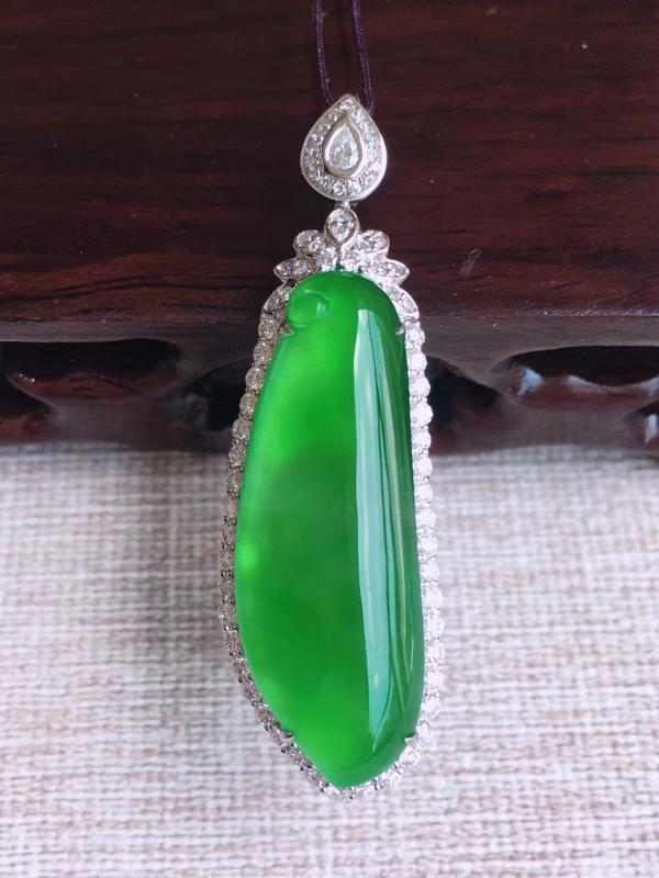 天然A货翡翠 18k金伴钻豪华镶嵌冰阳绿福瓜镶嵌玉坠 含金尺寸44.3、13.5、9.6mm