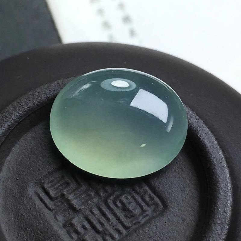 冰种大蛋面,种老水足,底子细腻,完美无裂,饱满圆润,干净起光。可镶嵌成戒指。尺寸:15.2-12.