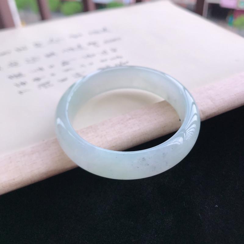 正圈57.4,缅甸天然翡翠好种手镯,尺寸 : 57.4*15*9.7,玉质细腻水润 ,条形漂亮,上手